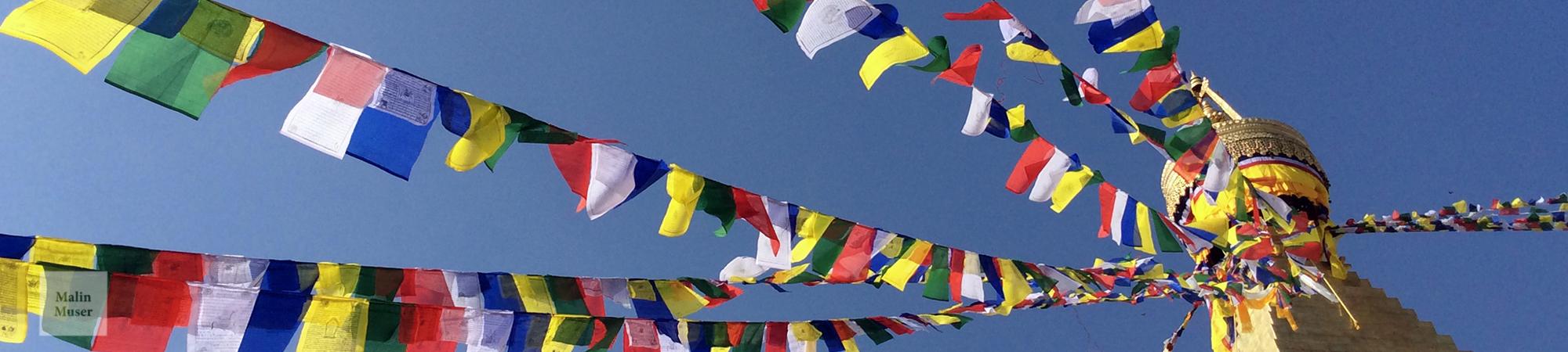 Gebetsfahnen im Buddhanath Tempel in Kathmandu (Nepal)